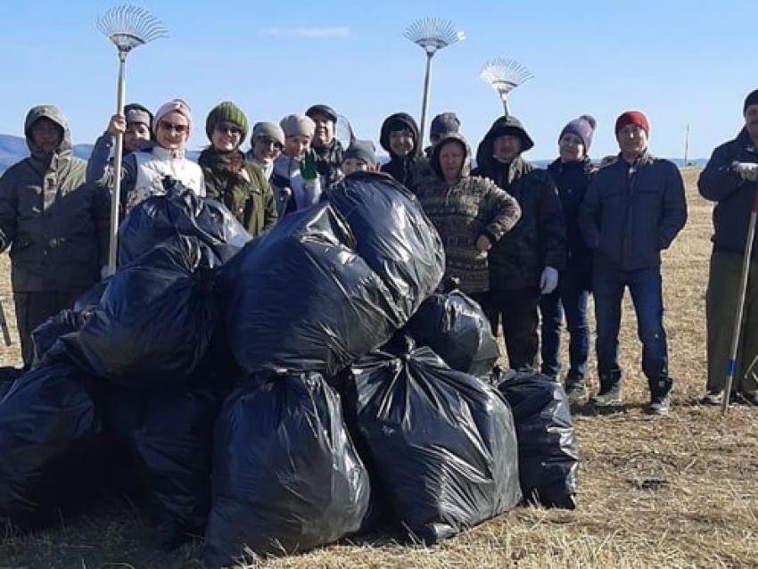 Более 300 госслужащих приняли участие в месячнике по уборке территорий