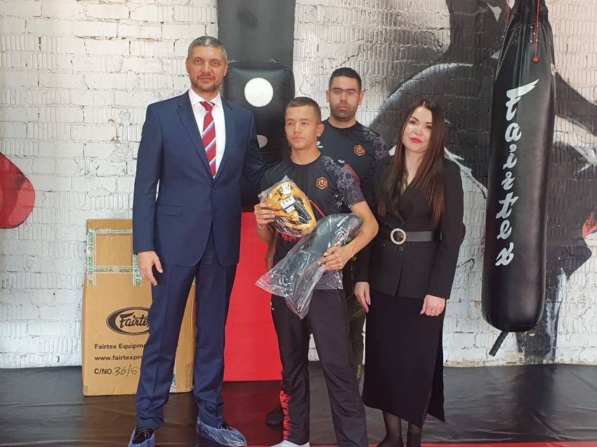 «Удоканская медь» подарила новую экипировку для воспитанников клуба «Байрус» в Чите