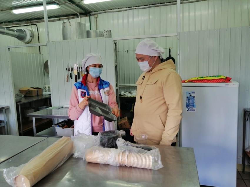 """Директор базы """"Надежда"""" показывает готовность пищеблока к работе в пандемию"""