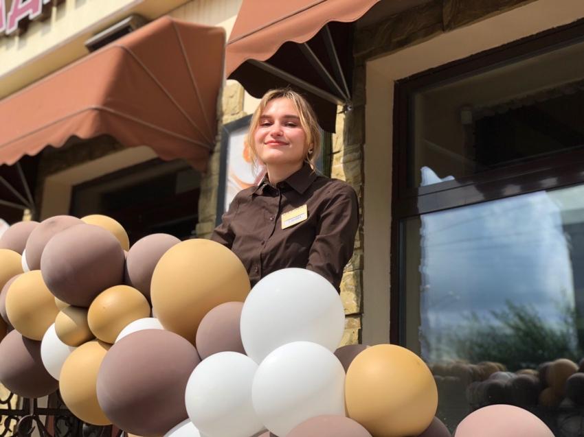 Читинские предприниматели в честь открытия ресторанов и кафе украсили свои заведения воздушными шарами