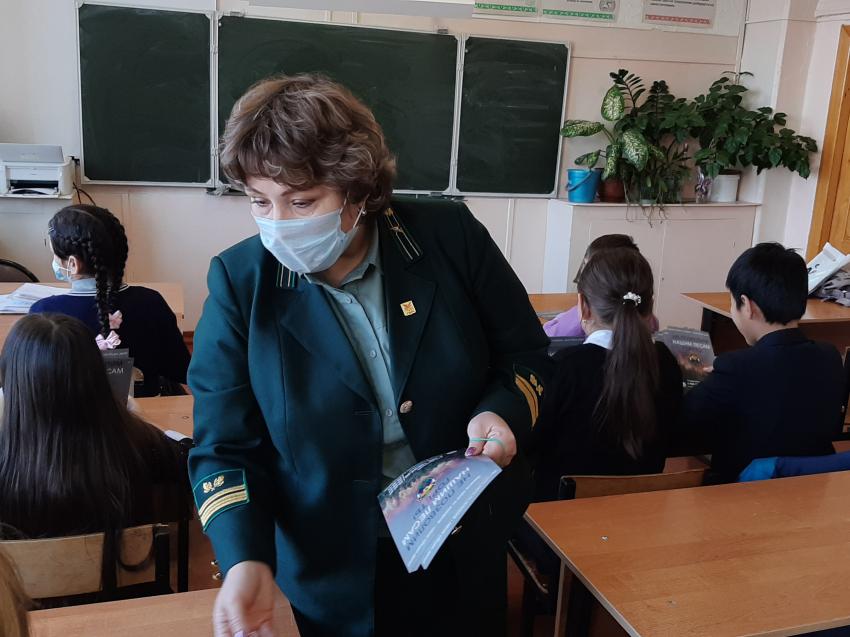 Лекцию для школьников на противопожарную тематику провели специалисты Минприроды