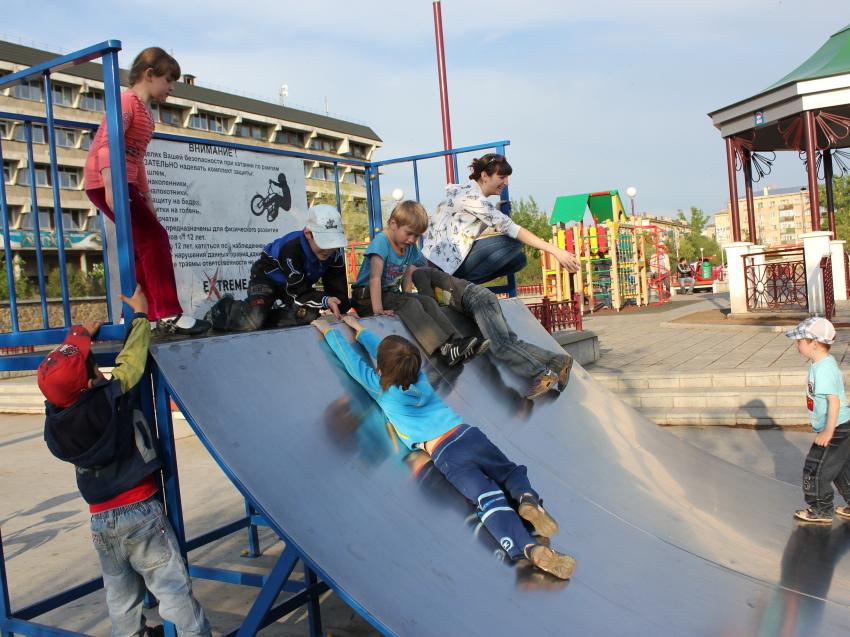 238 детских игровых площадок поступили в регион по плану социального развития ЦЭР