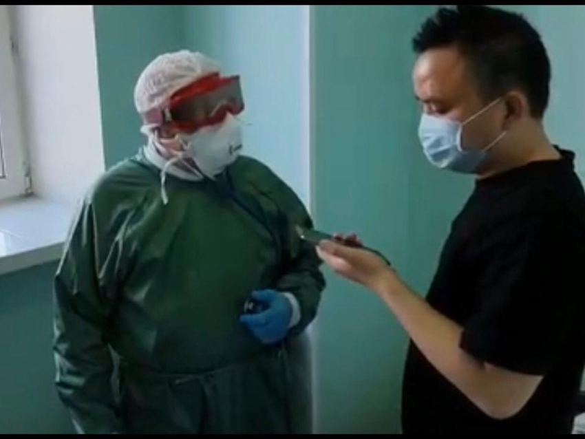 Глава краевого Минздрава Валерий Кожевников посетил гражданина КНР с коронавирусом