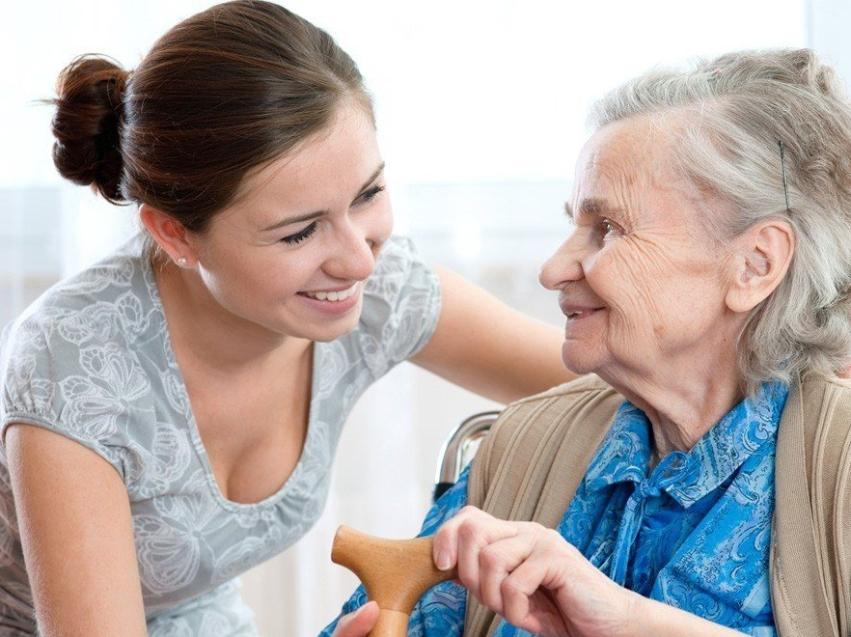Соцработники продолжат обслуживать пожилых на дому  в нерабочую неделю