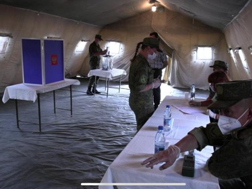 В многопрофильном мобильном госпитале, развернутом в Чите, прошло голосование по внесению поправок в Конституцию РФ