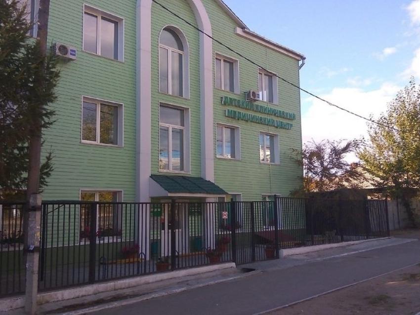В детских поликлиниках Читы проводятся профосмотры перед поступлением в школы и детсады