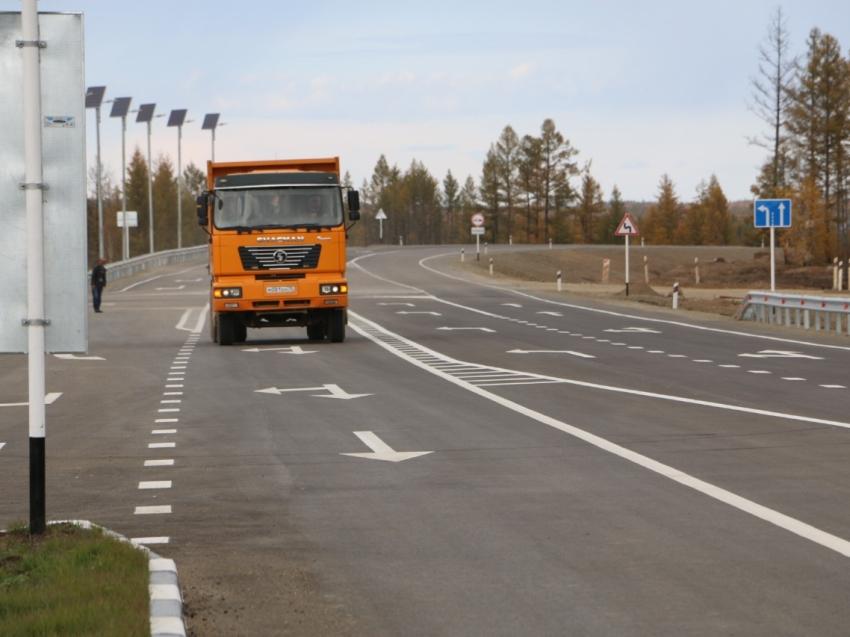 Александр Осипов поздравил ветеранов и специалистов-дорожников с профессиональным праздником