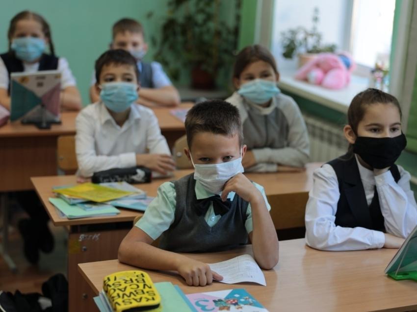 Новый режим работы школ установили в Забайкалье, чтобы остановить рост заболевших