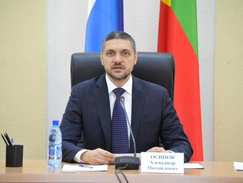 Александр Осипов поздравил с 30-летием налоговой службы сотрудников ФНС