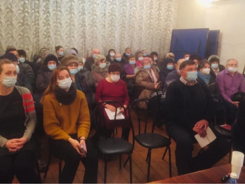 Перевод в Харагуне круглосуточного стационара в дневной обсуждала министр здравоохранения с жителями села