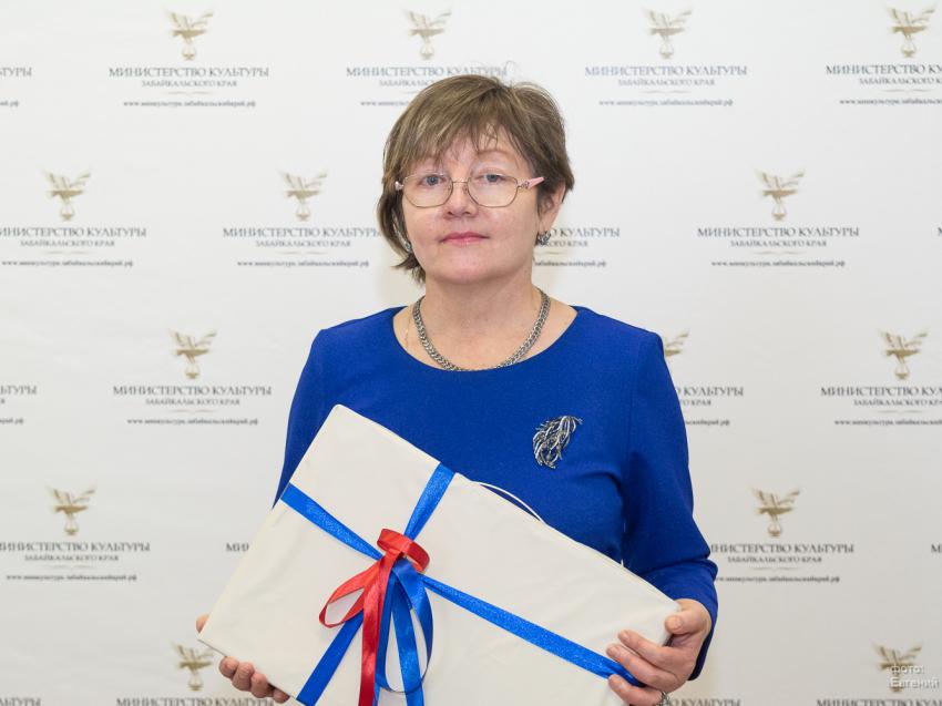 Ирина Левкович поздравила «Солнцем поцелованную» писательницу из  Забайкалья с заслуженной наградой
