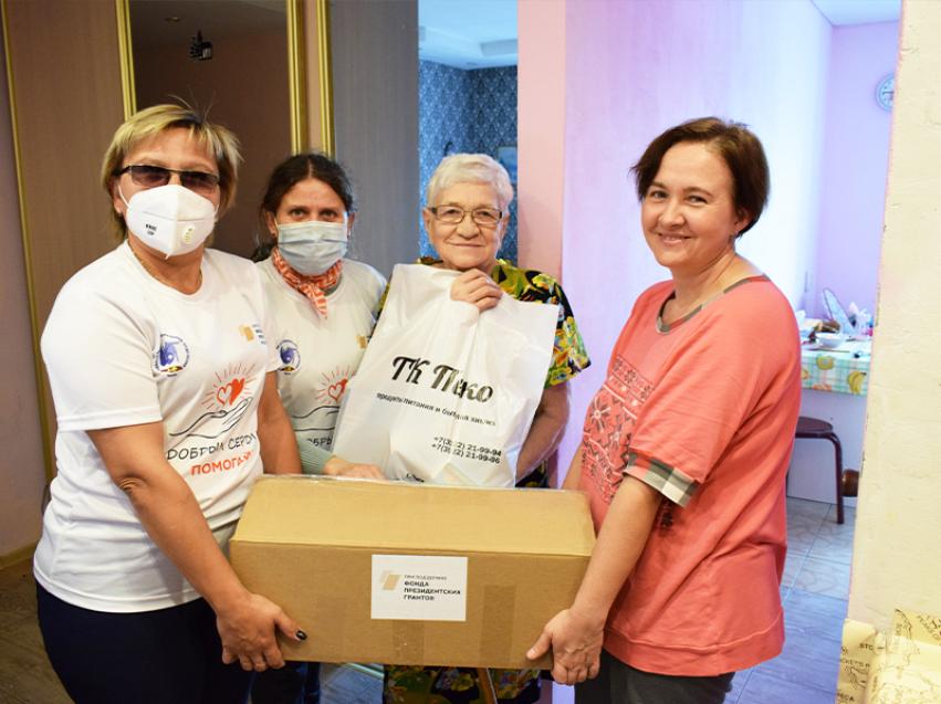 Забайкальские пожилые инвалиды по слуху получили продуктовые наборы