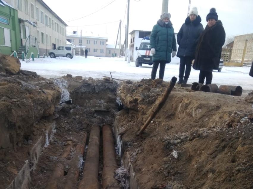 Министр ЖКХ Илья Золотухин призвал жителей Маккавеево не сливать воду из системы отопления