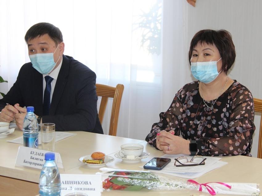Буянто Батомункуев поздравил многодетных матерей Агинского Бурятского округа с 8 марта