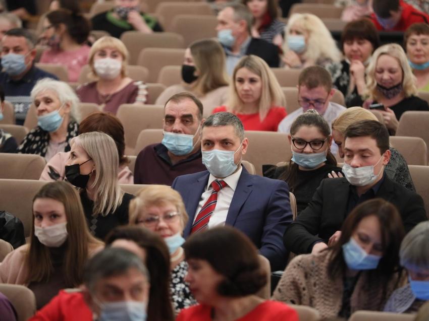 Александр Осипов поздравил женщин Забайкалья на праздничном концерте, посвященном 8 Марта