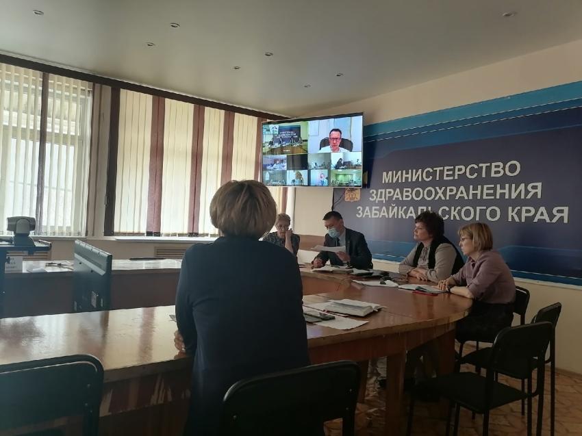 Оперштаб по вакцинации от COVID прошёл в краевом минздраве 21 апреля