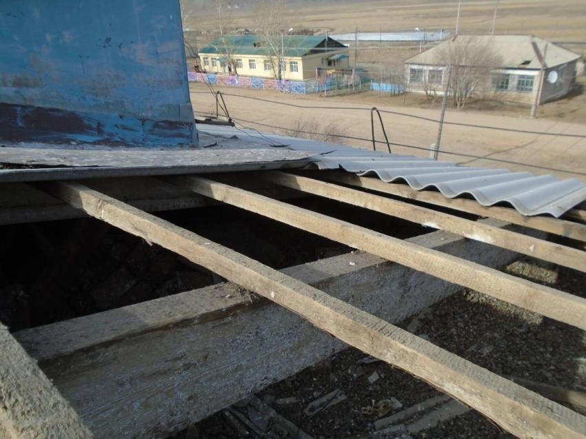 Подрядная организация приступила к ремонтным работам крыши в Могоче Забайкальского края