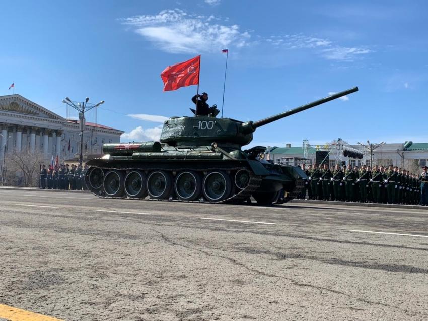 Больше 60 единиц техники прошло на Параде Победы в Чите