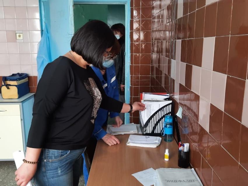 Татьяна Цымпилова проверила организацию вакцинации от COVID-19 в Чернышевском районе