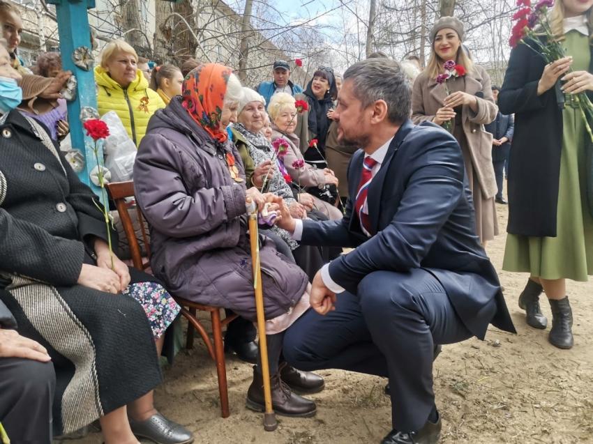 Губернатор Забайкальского края Александр Осипов принял участие в акции «Парад у дома ветерана»