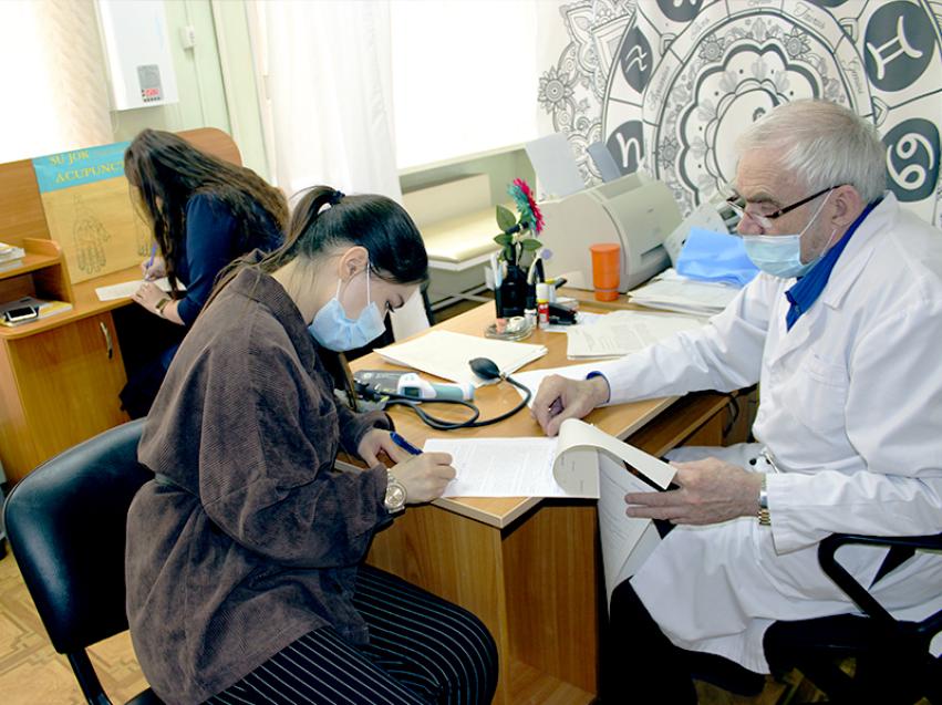 Сотрудники Минсоцзащиты Забайкалья и реабилитационного центра «Росток» поставили  прививку от Covid-19
