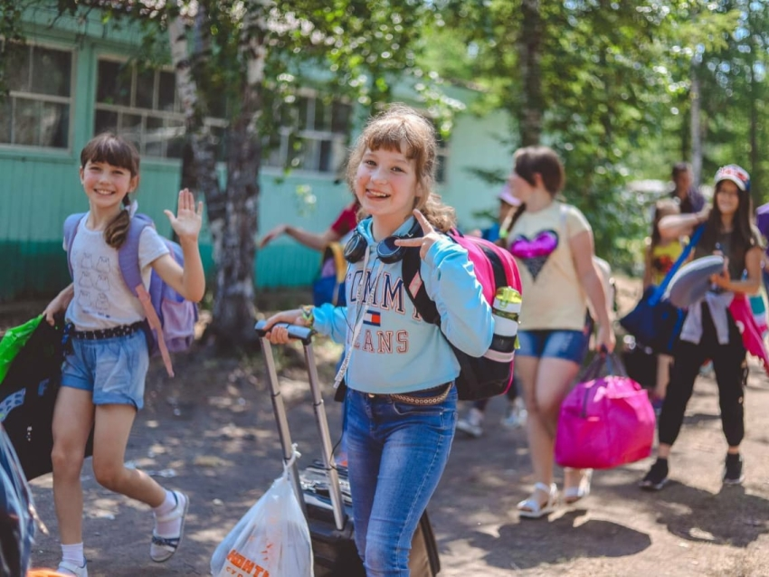 Забайкальцы могут получить информацию о летнем отдыхе детей по телефонам горячих линий
