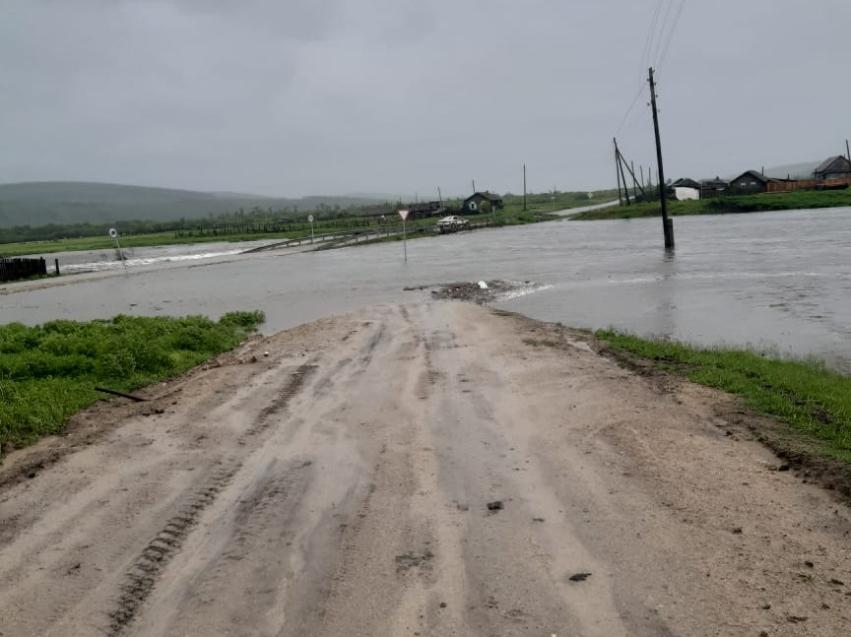 Гурулев поручил оперативно подготовить документы на выплаты пострадавшим в результате паводков