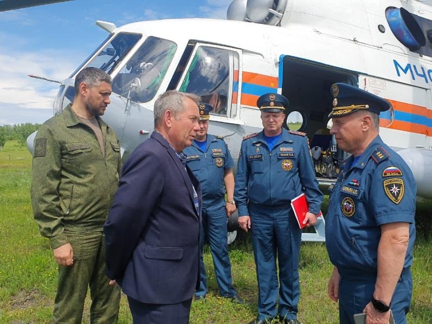 Первый замглавы МЧС России проверил работы по оказанию помощи жителям Шелопугинского района