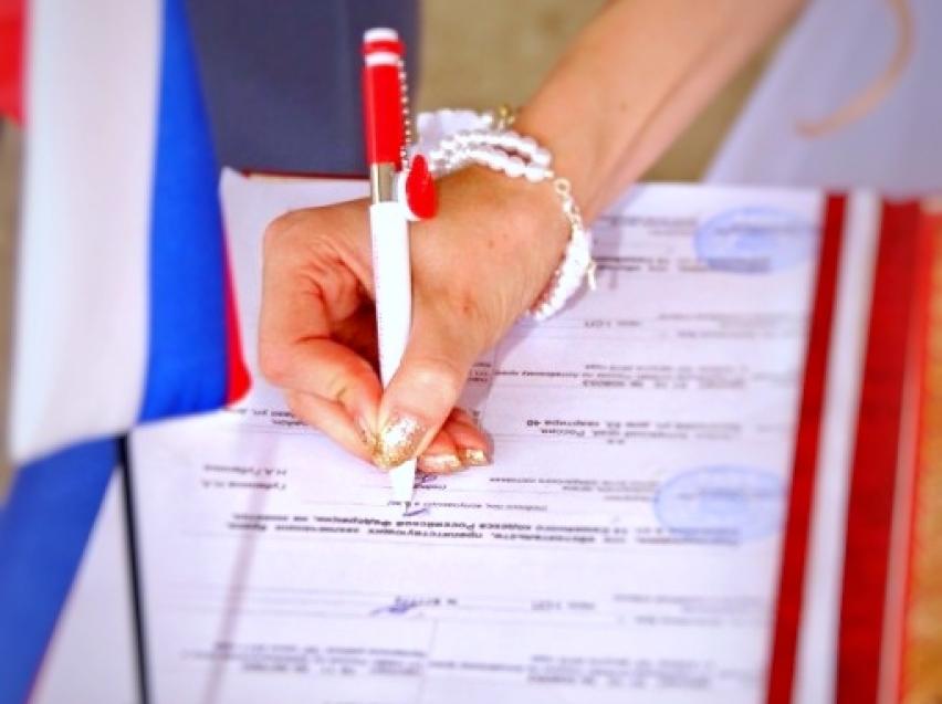 В День семьи, любви и верности в Забайкалье зарегистрируют 52 брака