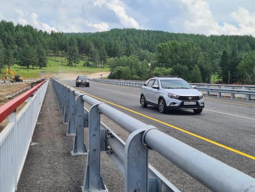 Движение автомобилей запущено по отремонтированному мосту через реку Кручина в Читинском районе