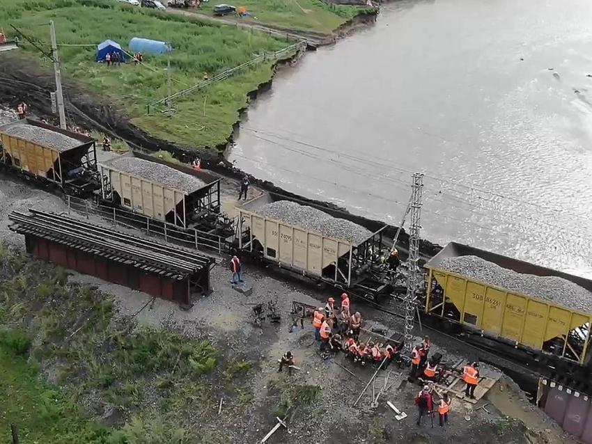 Открыто движение по одному пути на железнодорожном мосту через реку Ареда в Забайкальском крае