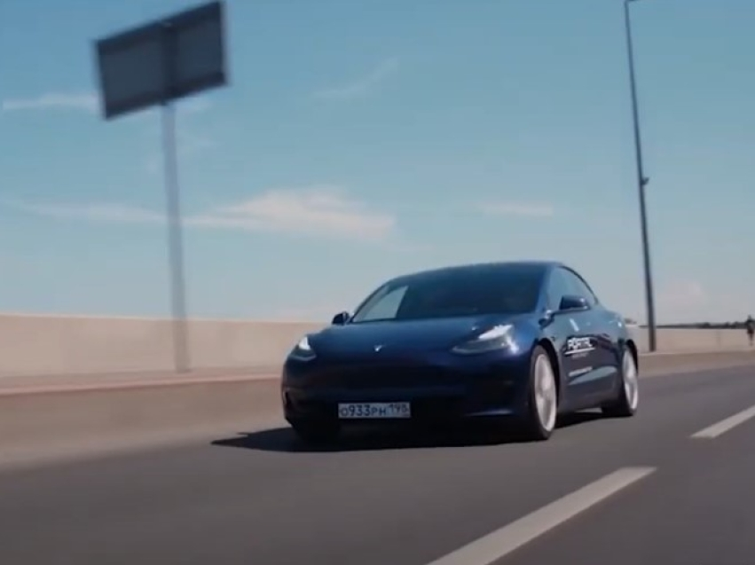 Участники автопробега на электрокарах Tesla посетили Читу