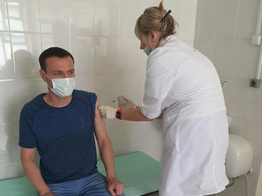 Более 300 сотрудников и спортсменов минспорта Забайкалья поставили прививку от коронавируса