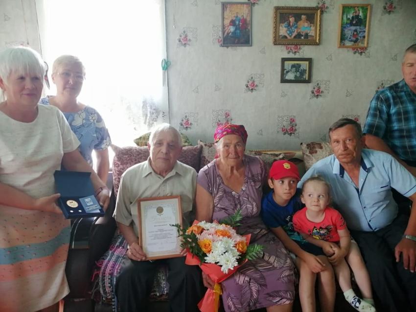 Медаль «За любовь и верность» вручили жителям Хилка