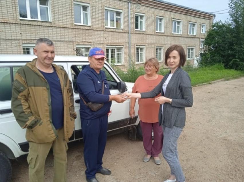 Новый автомобиль передали ФАПу села Знаменка