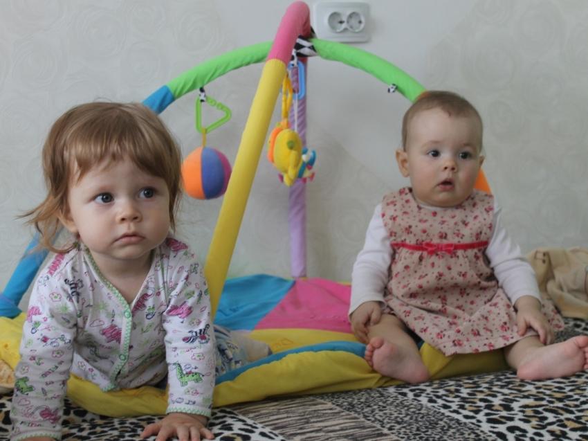Редкими именами назвали двух новорожденных в Кыринском районе