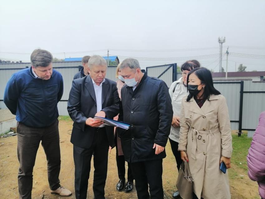 Александр Бардалеев контролирует ход возведения сельской врачебной амбулатории в Засопке