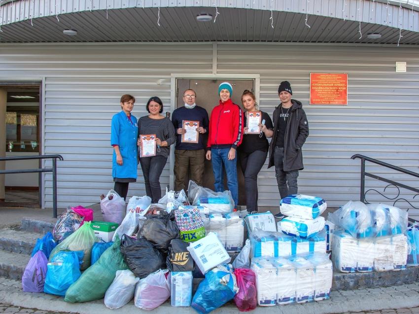 Гуманитарную помощь передали волонтеры Забайкальскому соцприюту
