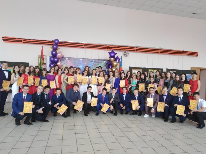 10 премий главы района вручены одарённым детям района