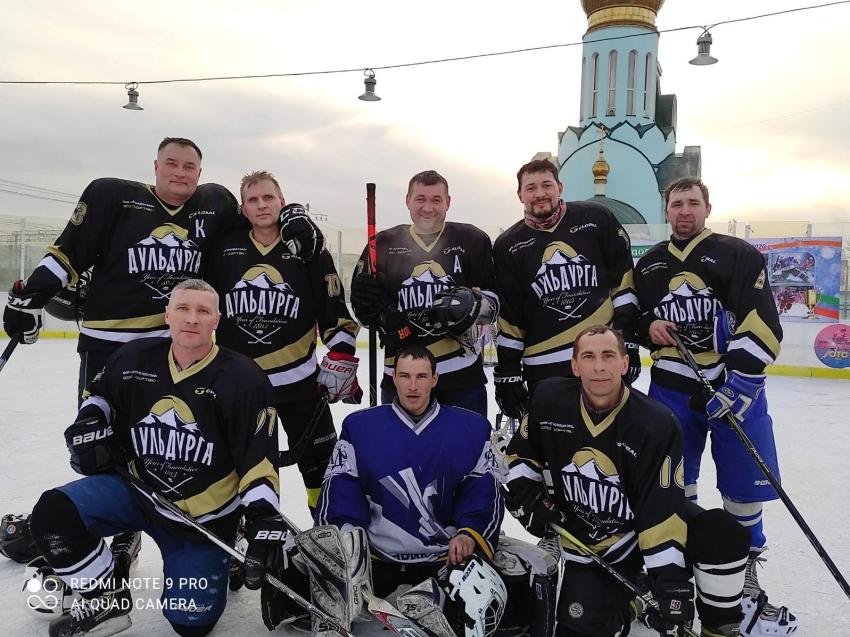Турнир по хоккею с шайбой среди ветеранов