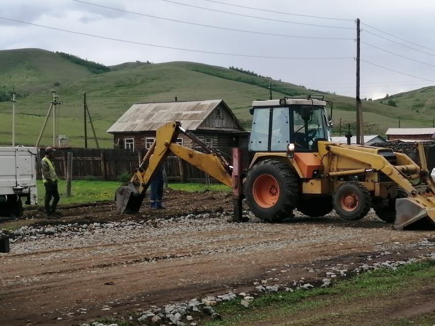 В Дульдурге начался ремонт дороги по улице Таежная