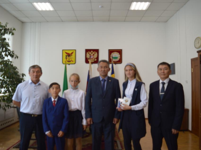 Глава Дульдургинского района поздравил Катерину Москалюк с присвоением первого спортивного разряда по легкой атлетике