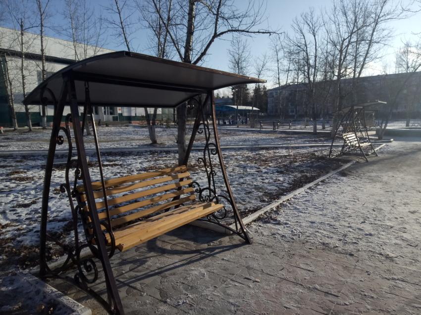В поселке Горный появились парковые подвесные качели