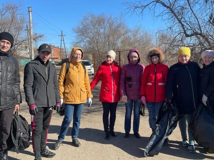 Сотрудники Департамента государственного имущества и земельных отношений Забайкальского края приняли участие в массовом субботнике.