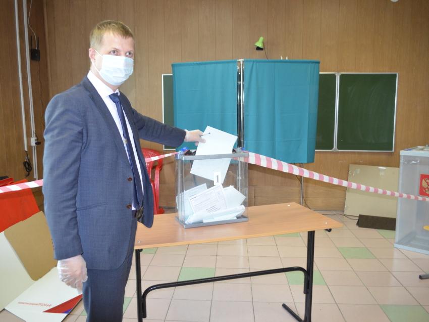 Денис Бочкарев принял участие в голосовании по поправкам в Конституцию РФ