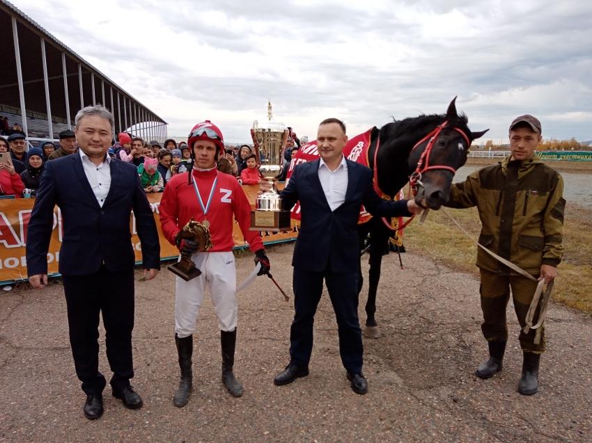 Жеребец Эйр Джет третий год подряд выиграл Кубок губернатора Забайкалья