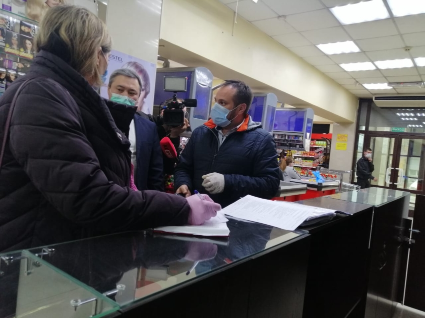 Отсутствие масок и социальной дистанции: почти 1400 объектов торговли проверили в районах Забайкалья