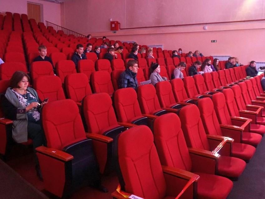 Депутаты краевого Законодательного собрания приняли закон, снижающий налоги для СМИ и кинотеатров
