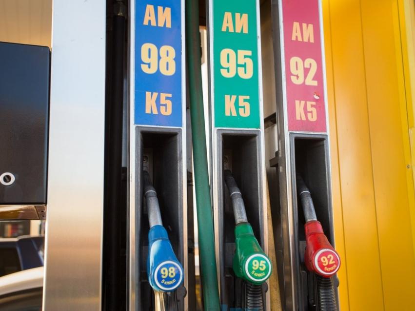 Нехватка автомобильного топлива в районах Забайкалья связана с задержкой цистерн на железной дороге