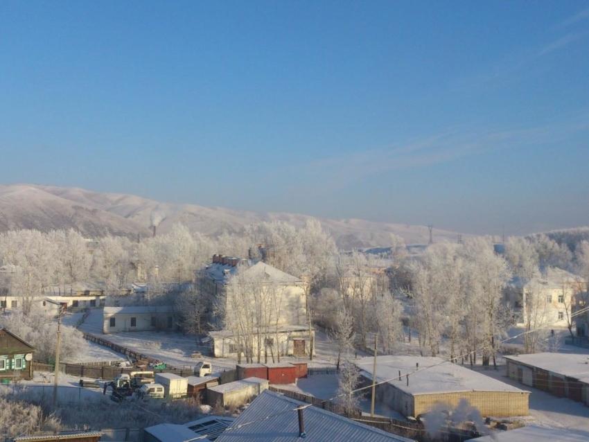 В посёлке Кокуй устраняют порыв теплотрассы